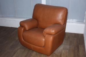 KEA moyen fauteuil cognac (1)