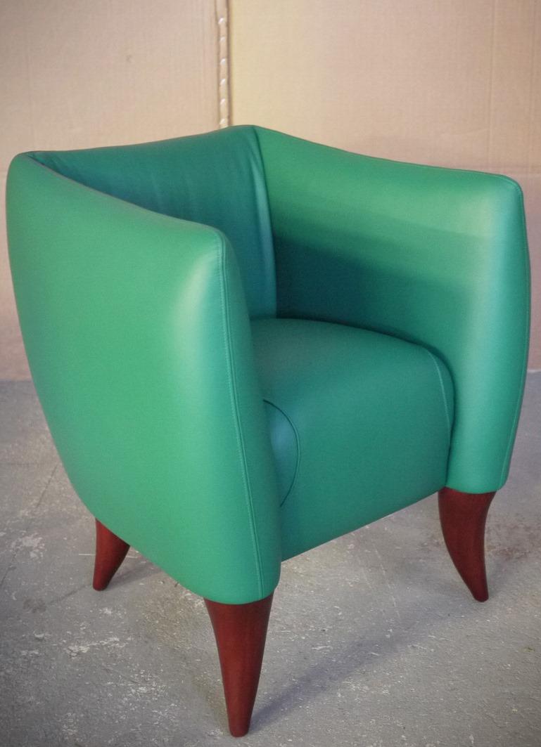 Maroua fauteuil en cuir avec pieds bois l 39 album photo - Fauteuil pied bois ...